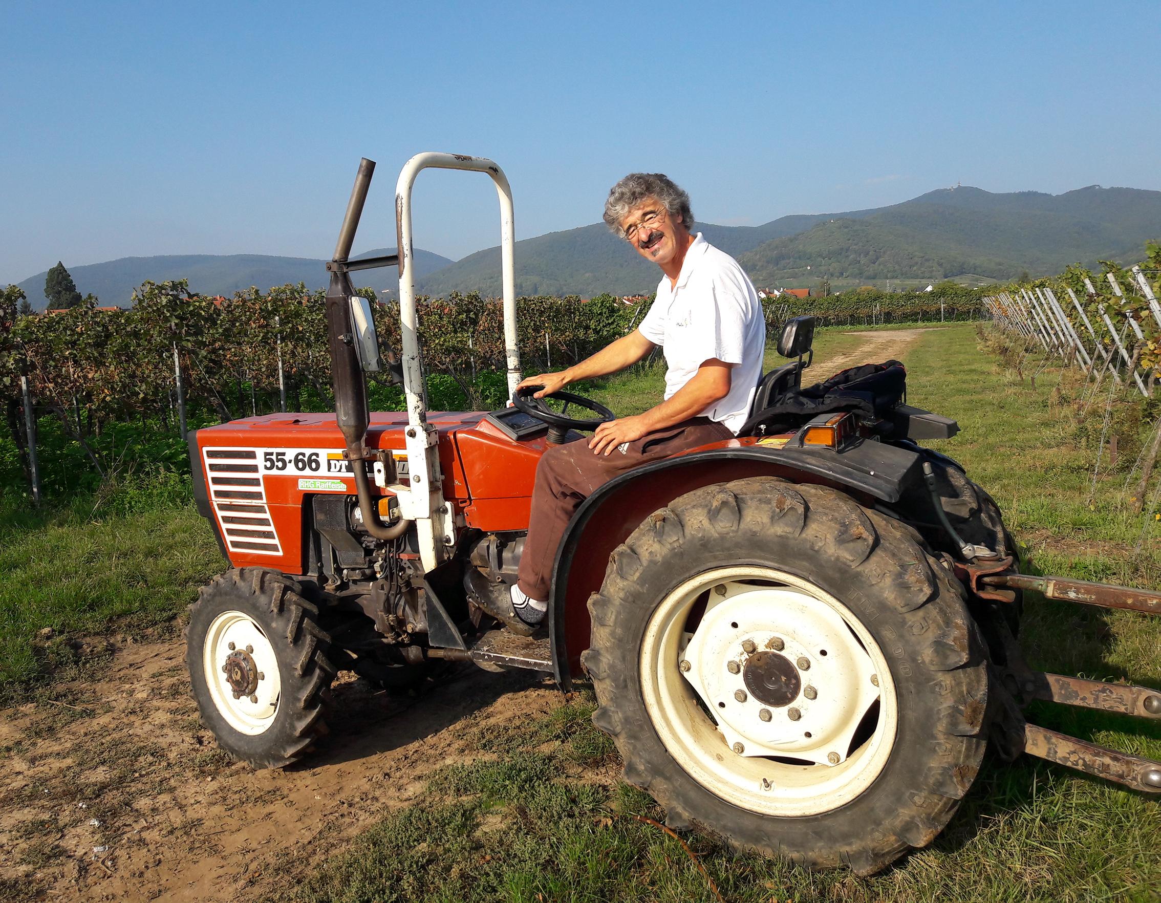 Peter auf dem Traktor
